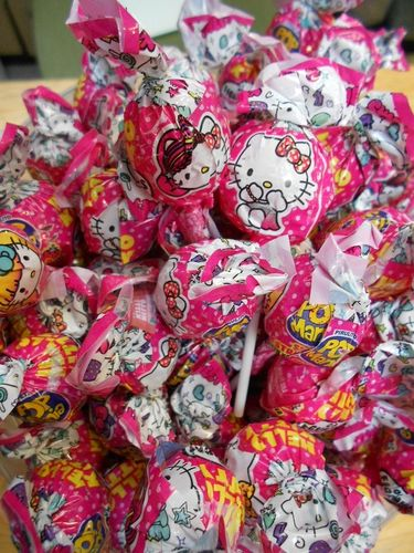 10 Hello Kitty Frucht Kugel Lolli